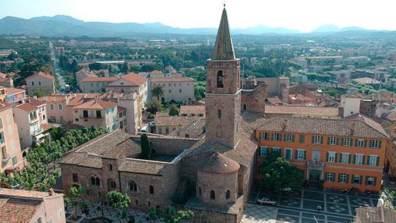 slider_tourisme_frejus_eglise-location_appartement-saint_raphael-cote_d_azur-residence_le_mediterranee